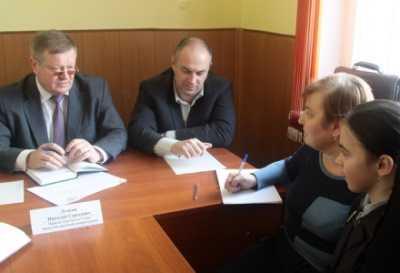 Заместителю брянского мэра пожаловались на лифты и холод в домах