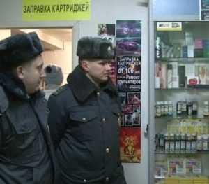 Брянская полиция пресекла торговлю фальшивой парфюмерией