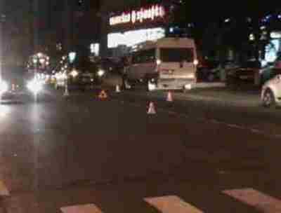 В центре Брянска столкнулись две легковушки — пострадали трое