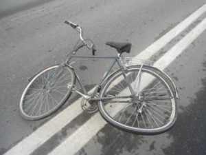 На трассе под Брянском легковушка сбила насмерть велосипедиста