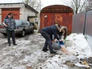 Брянская полиция вылила  более 1300 литров браги