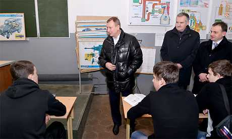 Брянский губернатор велел найти деньги для трубчевских преподавателей