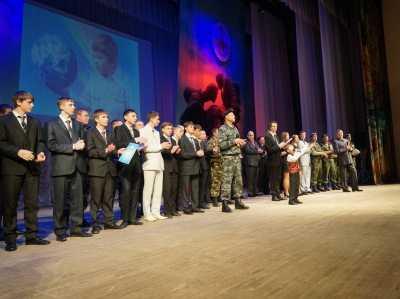 Брянские полицейские покорили зал на фестивале солдатской песни