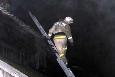 В Сураже при пожаре пострадали люди, в Карачеве – сгорело авто