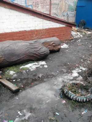Символ брянского парка А.К. Толстого попал на свалку