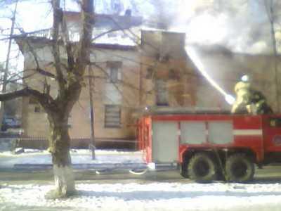В Бежице горит старое здание женской консультации