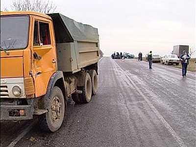 В Жуковском районе легковушка столкнулась с «КАМАЗом» — трое ранены