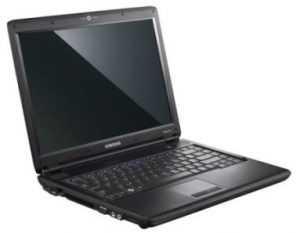 Жительница Брянска украла из офиса золото и ноутбук