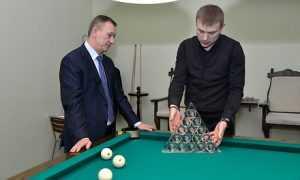 В Брянске начали катать шары на бильярдном турнире губернатора