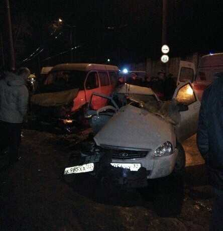 В Брянске при столкновении маршрутки и «Лады» погибла девушка