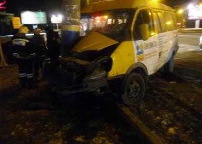 В Брянске на набережной разбилась маршрутка — пострадали пятеро