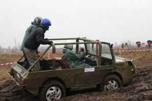 Брянским воинам подарили грязный зимний джип-спринт