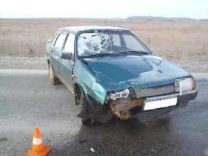 На брянской трассе легковушка, объезжая «УАЗ», убила его пассажира