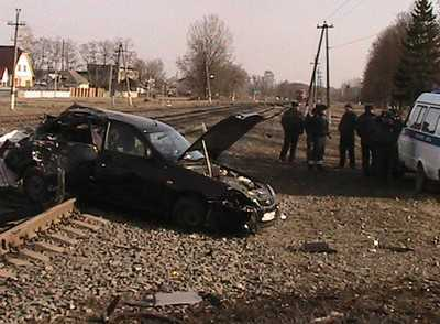 В Дубровке тепловоз протаранил «Ладу» — две пассажирки погибли
