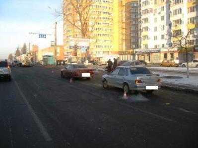 В Брянске «ВАЗ» протаранил  «Тойоту» перед светофором