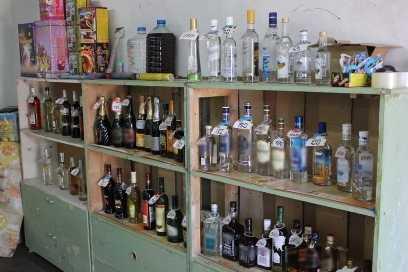 В клинцовском гараже полиция нашла склад поддельного алкоголя