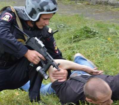 Брянская полиция задержала мстителя, прострелившего живот мужчине