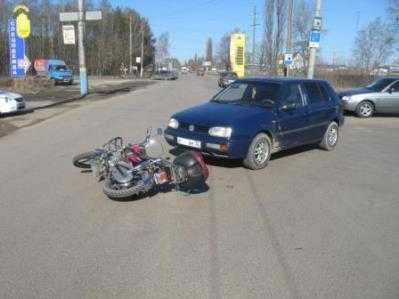В Брянске «Фольксваген» сбил скутериста