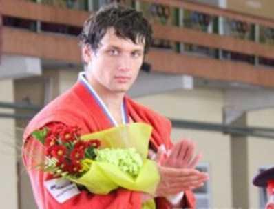 Артём Осипенко в четвёртый раз выиграл чемпионат России по самбо