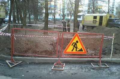 Брянские теплоэнергетики дополнительного огородили место «раскопок»
