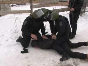 Брянские полицейские задержали банду вымогателей
