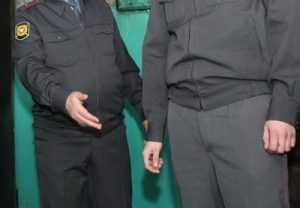 За избиение полицейского брянец заплатит 10 тысяч