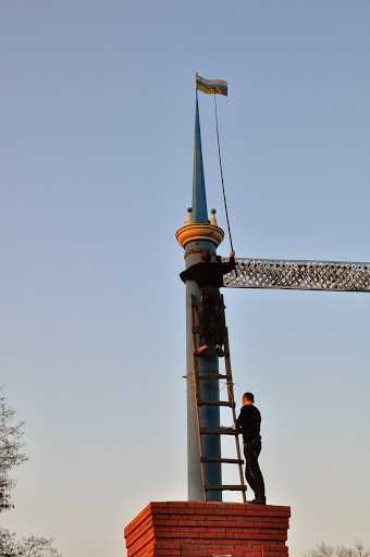 Соседи брянцев закрасили российский флаг на «Арке дружбы»