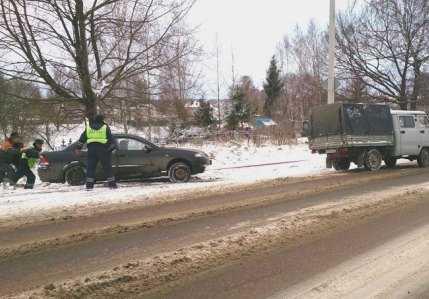 За полдня в Брянской области произошло 35 аварий из-за  непогоды