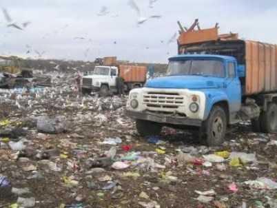 На новозыбковской свалке грузовик наехал на парня