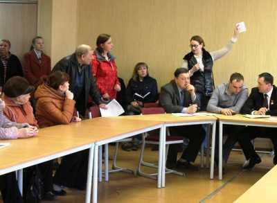 Брянцы пожаловались чиновникам на незаконные высотки на берегу Десны