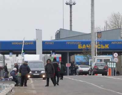 За брянской границей скопилось 235 грузовиков