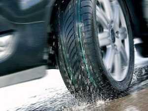 Брянские гаишники советуют водителям пока не менять зимнюю резину
