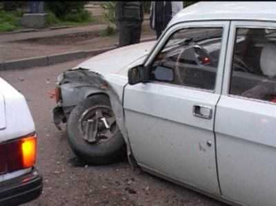 В Брянске водитель «Волги» сломал рёбра, столкнувшись с «Тойотой»