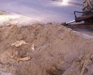 В Брянске на Почтовой выкопали снаряд времен войны
