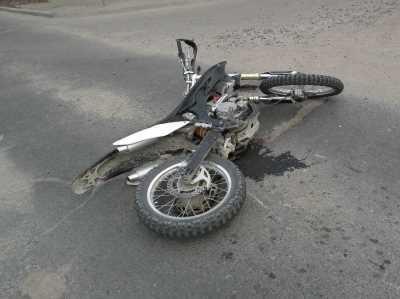 Под Брянском пьяный мотоциклист едва не убил себя и пассажира