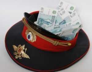 Супруги-полицейские ответят перед брянским судом за мошенничество