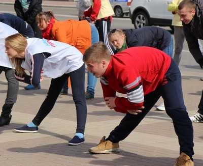 Молодежь Брянска зарядилась на Театральной площади