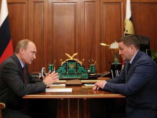 Андрей Бочаров отказался от «мерседеса» и уволил министров