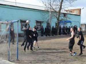 В брянской колонии, где бунтовали зеки, провели футбольный турнир