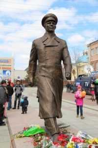 В Брянске открыли  памятник Юрию Гагарину