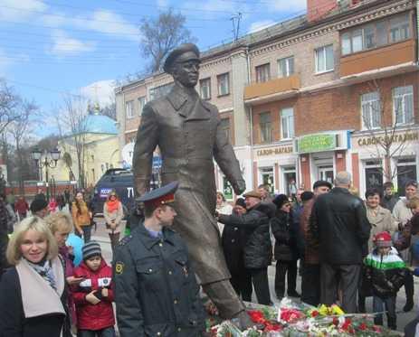 За открытием памятника Гагарину в Брянске наблюдали космонавты с орбиты
