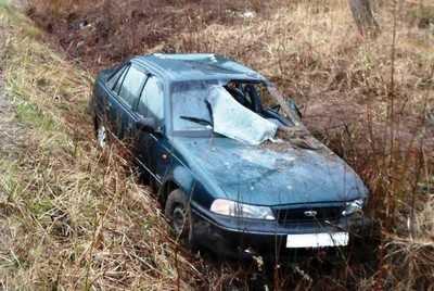 В Суземском районе иномарка слетела с дороги