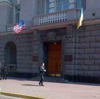 За брянской границей запретили российские флаги и напали на консульство