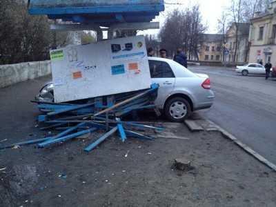 В ДТП на остановке «Сквер Пушкина» пострадал водитель