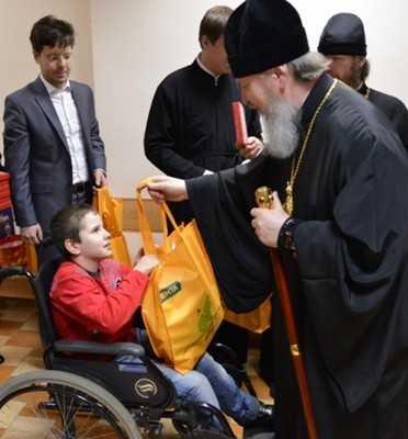 Митрополит Брянский и Севский Александр побывал у детей-инвалидов