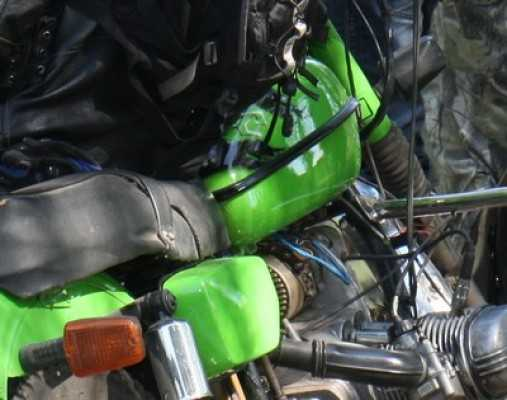 В Дятькове водитель мопеда с пьяной пассажиркой сбил велосипедистку