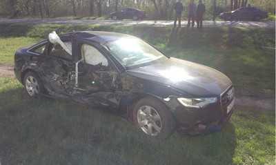"""Около Трубчевска «Ауди» врезался в """"КамАЗ"""", пострадали двое"""