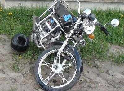В Стародубе мопедист сломал ногу, протаранив грузовик