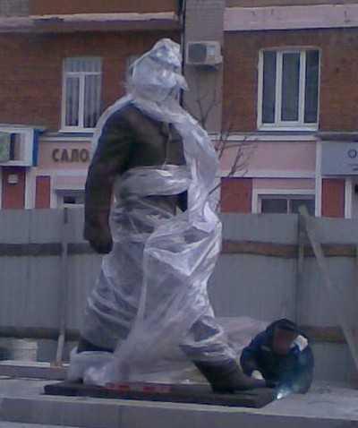 В Брянске установили памятник Юрию Гагарину