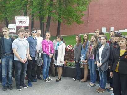 Брянские школьники побывали на линейке памяти в Москве
